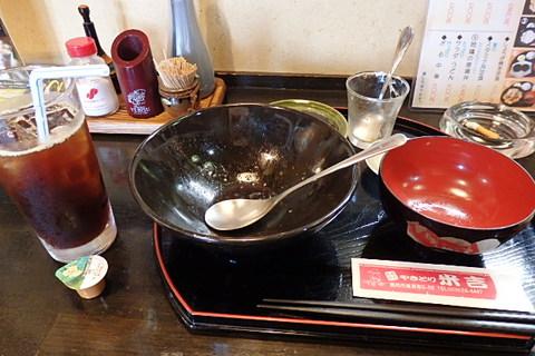 地鶏親子丼と猫