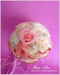 ピンクと白のバラのラウンドブーケ♪