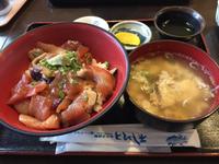 海鮮市場で朝食(=^▽^)σ