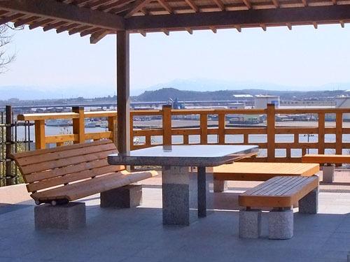 日和山公園の石のテーブルとイス