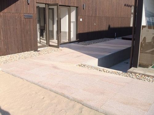 庄内町新産業創造館クラッセの石畳