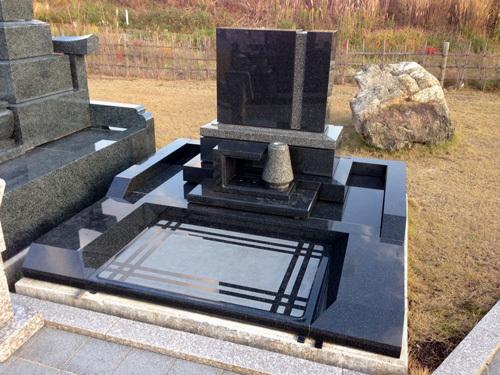 なむなむ広場の墓石新入荷