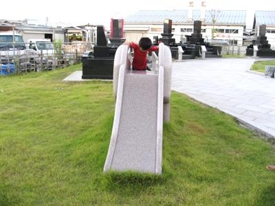 なむなむ広場の滑り台
