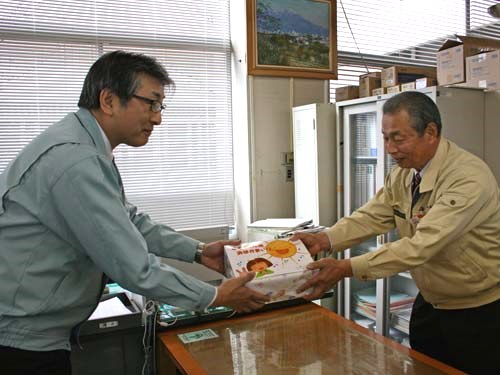 エコー石材から酒田市の保育園に絵本を寄贈