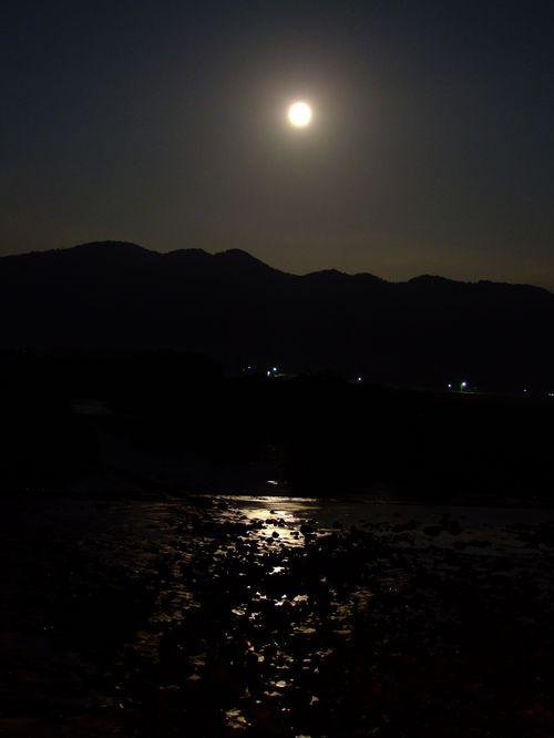 スーパームーンと日向川♪