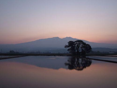 水鏡の鳥海山'18