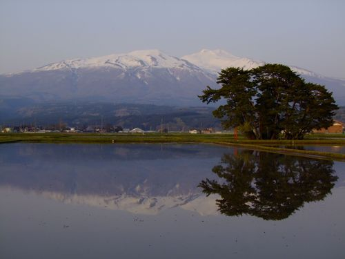 水鏡の鳥海山