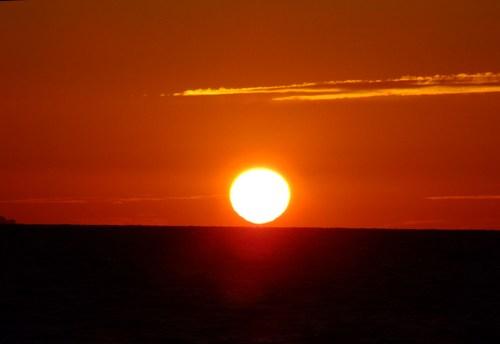 波濤と夕陽