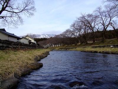雪解けの洗沢川