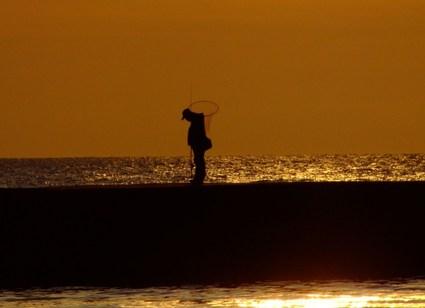 春の夕陽の影法師