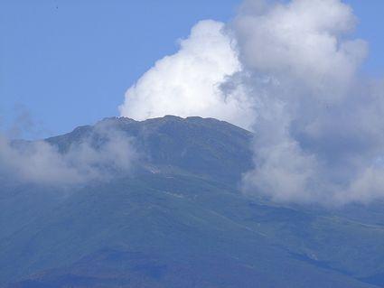 白雲なびく鳥海の・・・