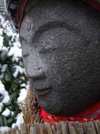 雪の岩上文殊