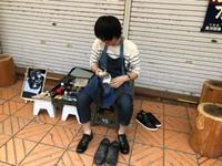 靴磨きの青年あらわる(。◕∀◕。)ノ⋆。о