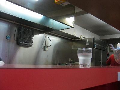 東京 稲荷町にて赤湯ラーメンが楽しめる「凡凡ハウス」