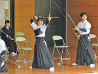 緊張感漂う弓道の試合
