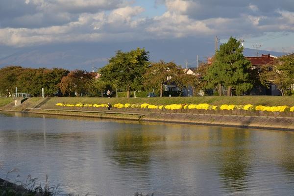 にいだ川の秋の夕焼け