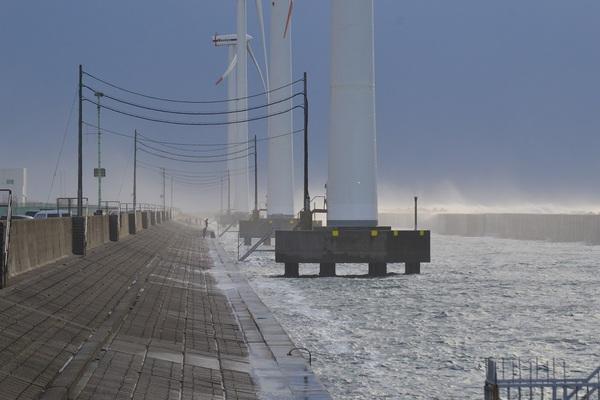 酒田北港は冬の嵐