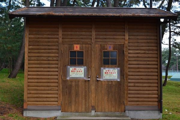 冬季でも活躍中の公園トイレ