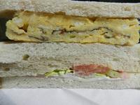 厚焼きたまごとハム野菜サンド