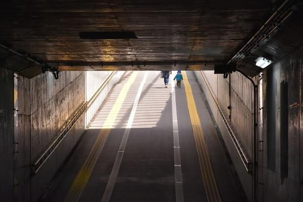 階段の無い地下道