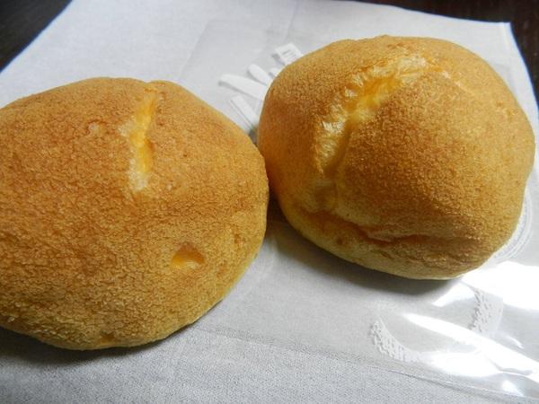 丸藤菓子舗の100円シュークリーム