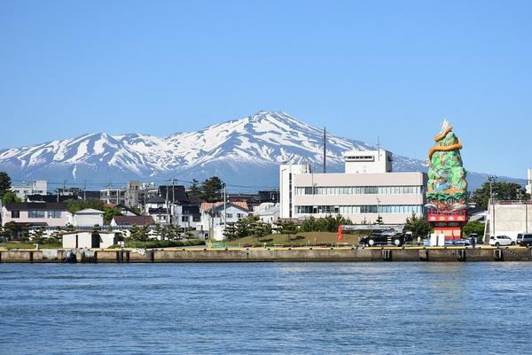 立ち山鉾と鳥海山