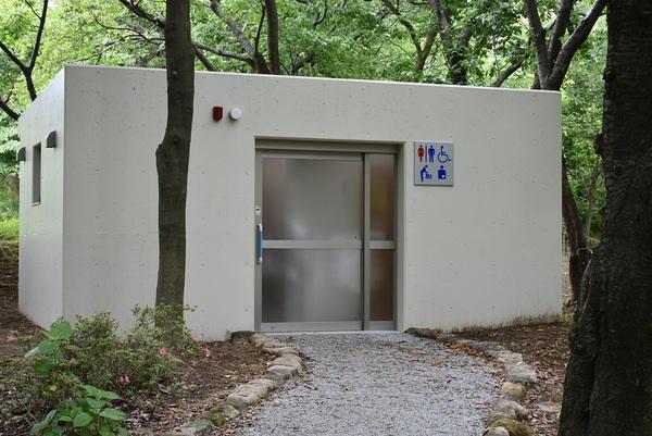 白鳥池脇の公衆トイレ新規オープン