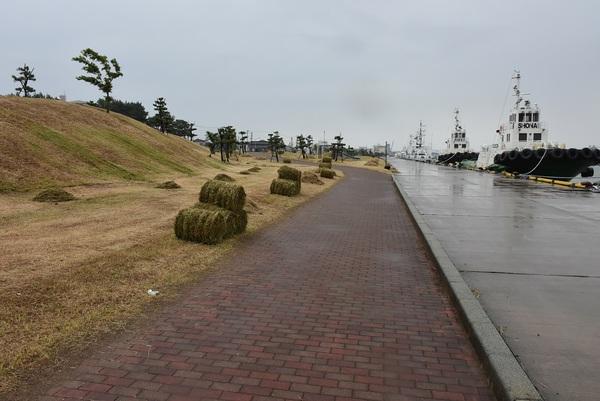 酒田本港の牧草ロール