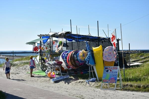 遊佐町、日曜の西浜海水浴場