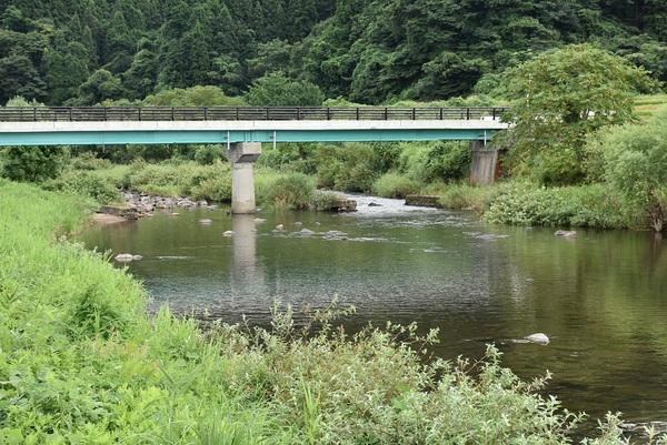 荒瀬川、前山橋付近にて