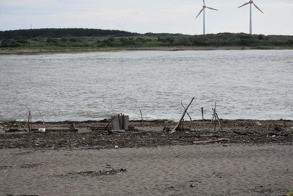 最上川夕焼けと砂浜のオブジェ
