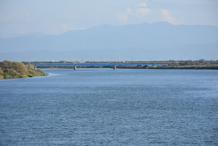 秋晴れの最上川と京田川