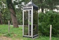 公衆電話ボックスのある風景