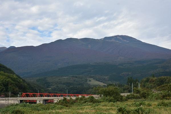 遊佐町杉沢から秋の鳥海山