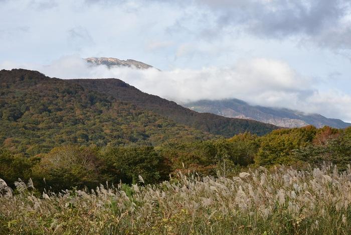 鳥海山湯ノ台地区から秋の眺め