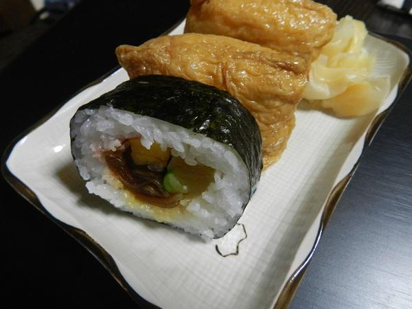 お昼は助六寿司
