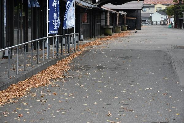 晩秋の山居倉庫