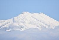 冠雪の鳥海山