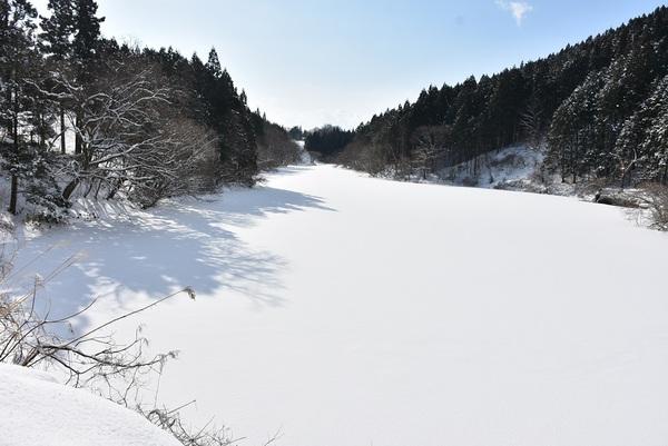 冬の武士瀧神社と柳沢新堤