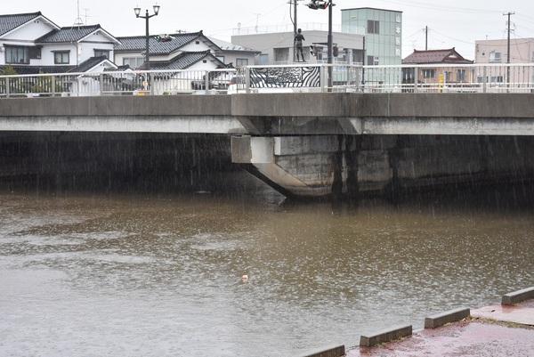 雨降りの中ノ口橋