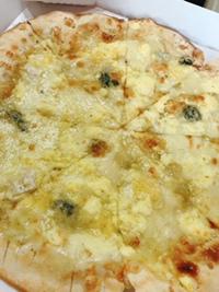 7種類のチーズピッツァはちみつかけ