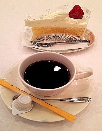 ホットコーヒー/ストロベリーショートケーキ(ボンむらやま謹製)