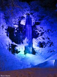 R 冬の『玉簾の滝』カラーLEDライトアップに感動〜♪の巻