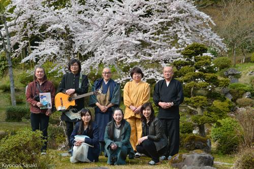 R 總光寺さん、桜満開!『土門秀明ギターライブ』が無事に終わりました♪