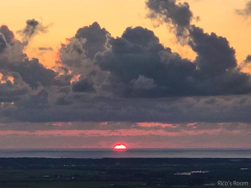 R 眺海の森『峰の薬師公園』より、日本海にジュッと沈む夕日とSTAGEA D-DECK PACKAGE