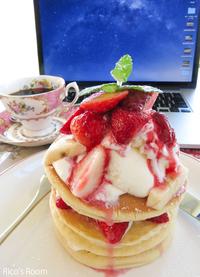 R カフェ『アフタヌーンティー』にて、『苺のコンフィチュールのパンケーキ』の巻♪