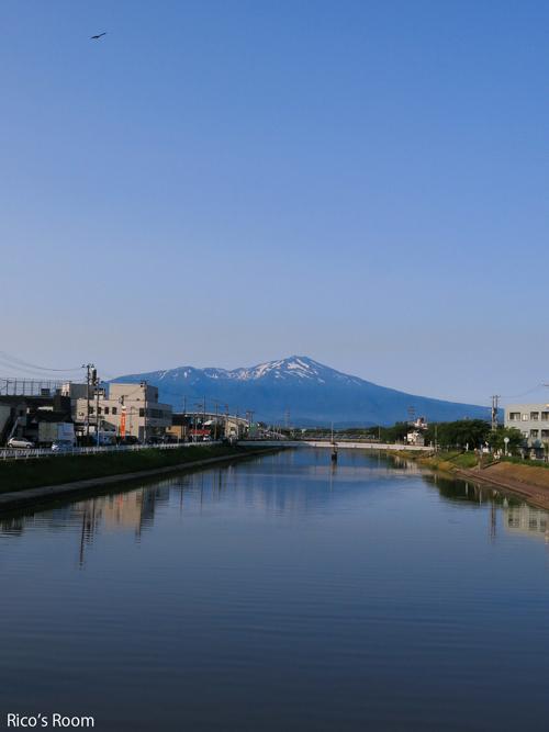 R 『手打ちそば/なかむら』天板そば&新井田川から望む鳥海山