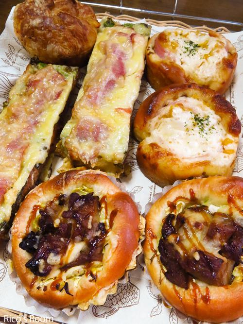 R 春のパンまつり?『Ozベーカリー』のお惣菜パンをたくさんいただきました♡