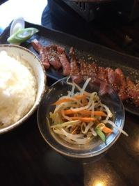 お昼から肉ーー!