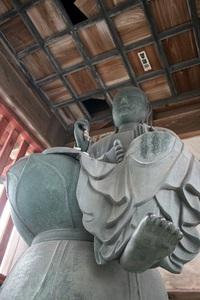 地蔵と力士の足( ´艸`)